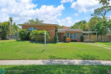 Home for Sale at 1079 W Country Club Cir, Plantation FL 33317