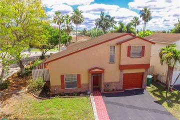 Home for Sale at 14600 N Beckley Sq, Davie FL 33325