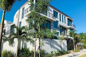Home for Sale at 1619 NE 1st Street #1619, Fort Lauderdale FL 33301