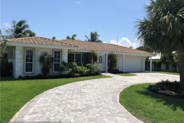 Home for Sale at 2720 NE 42nd St, Lighthouse Point FL 33064