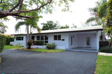 Home for Sale at 2720 NE 53rd Ct, Lighthouse Point FL 33064