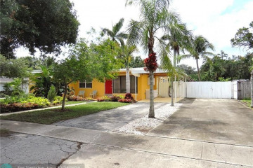 Home for Sale at 4270 SW 10th St, Plantation FL 33317