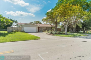 Home for Sale at 4130 NE 22nd Ave, Lighthouse Point FL 33064