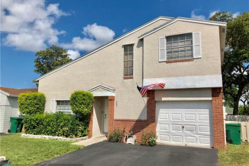 Home for Sale at 590 Abingdon Way, Davie FL 33325