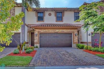 Home for Sale at 8446 Blue Cove Way, Parkland FL 33076
