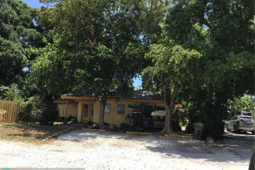 Home for Sale at 2700 NE 9th Ave, Wilton Manors FL 33334