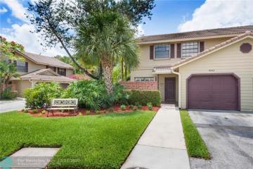 Home for Sale at 9093 Vineyard Lake Drive #946-01, Plantation FL 33324