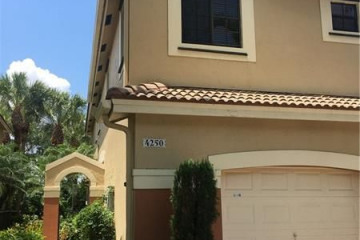 Home for Sale at 4250 Vineyard Cir, Weston FL 33332