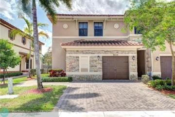 Home for Sale at 9610 Town Parc Cir N, Parkland FL 33076