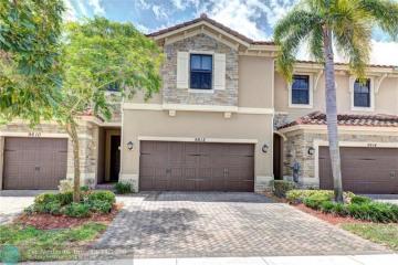 Home for Sale at 9612 Town Parc Cir N, Parkland FL 33076