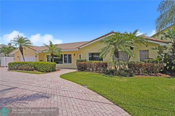 Home for Sale at 2749 NE 26th Ave, Lighthouse Point FL 33064
