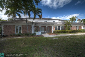 Home for Sale at 3001 NE 27th Ave, Lighthouse Point FL 33064