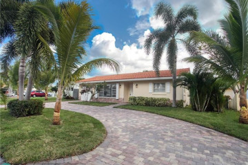 Home for Sale at 2100 NE 29th St, Lighthouse Point FL 33064