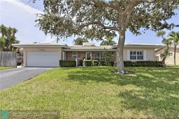 Home for Sale at 2265 NE 37th Ct, Lighthouse Point FL 33064