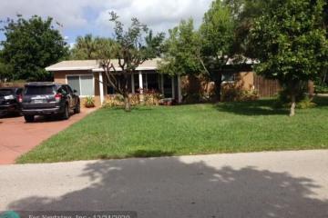 Home for Sale at 2233 SE 13th St, Pompano Beach FL 33062