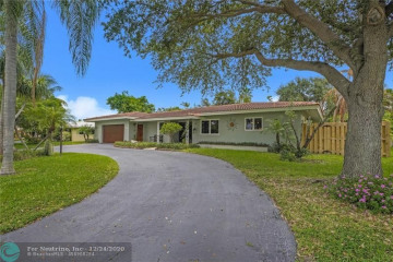 Home for Sale at 2211 NE 32nd Ct, Lighthouse Point FL 33064
