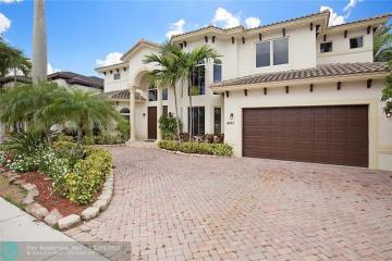 Home for Sale at 4851 NE 28th Av, Lighthouse Point FL 33064