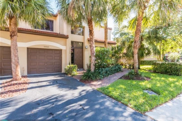 Home for Sale at 10545 NW 10th St #D-128, Plantation FL 33322