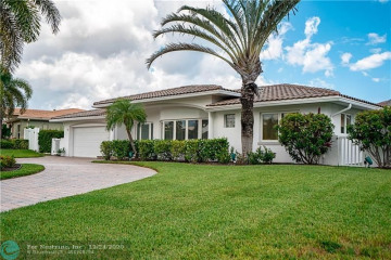 Home for Sale at 4120 NE 30th Ave, Lighthouse Point FL 33064