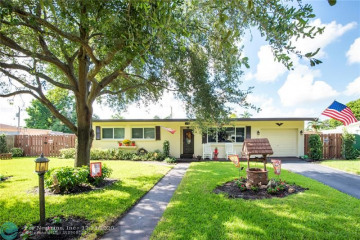 Home for Sale at 6884 NW 15th St, Plantation FL 33313