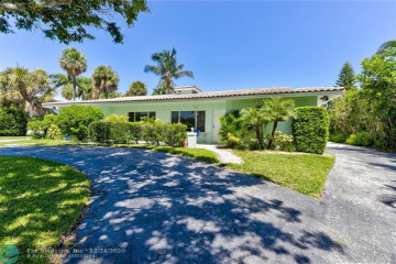 Home for Sale at 2633 NE 27th Ct, Lighthouse Point FL 33064