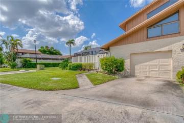 Home for Sale at 9604 Boca Gardens Pkwy, Boca Raton FL 33496