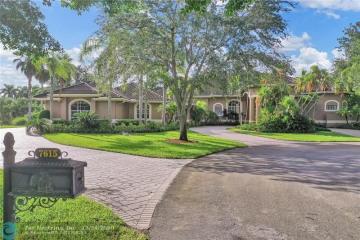 Home for Sale at 7615 N Rocky Ln, Parkland FL 33067