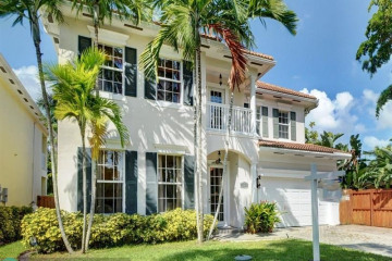 Home for Sale at 113 NE 21 Street, Wilton Manors FL 33305