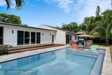 Home for Sale at 2410 NE 8th Ave, Wilton Manors FL 33305
