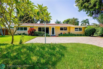 Home for Sale at 2000 NE 31st Ct, Lighthouse Point FL 33064