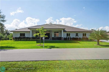 Home for Sale at 12100 NW 27th St, Plantation FL 33323