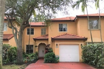 Home for Sale at 14010 S Forest Oak Cir, Davie FL 33325