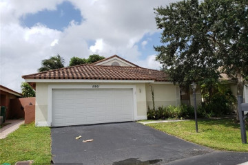 Home for Sale at 5861 Bristol Ln, Davie FL 33331