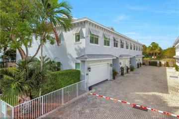 Home for Sale at 15 NE 20th Ave, Pompano Beach FL 33060