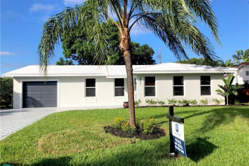 Home for Sale at 2651 NE 51st Ct, Lighthouse Point FL 33064