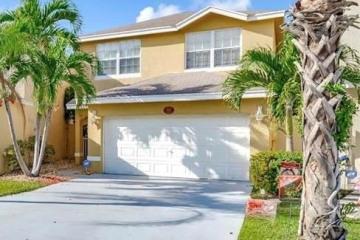 Home for Sale at 4123 Eastridge Cir, Deerfield Beach FL 33064