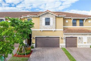 Home for Sale at 9593 Town Parc Cir S #9593, Parkland FL 33076