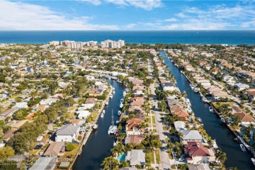 Home for Sale at 2521 NE 48th Ct, Lighthouse Point FL 33064