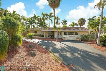 Home for Sale at 2433 NE 21st Ave, Lighthouse Point FL 33064
