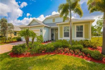 Home for Sale at 552 SW Sun Circle, Palm City FL 34990