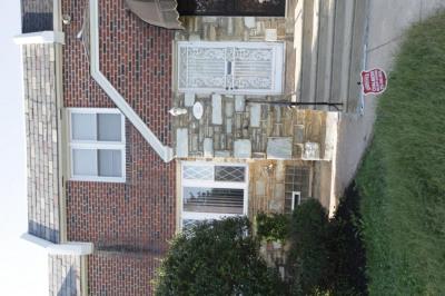 352 E Claremont Rd