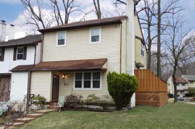 444 Lakeview Ct