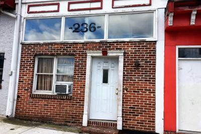 236 W Main St
