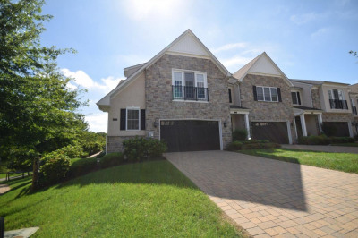 101 Dauphin Dr