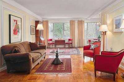 220 W Rittenhouse Sq #4B
