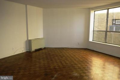 224-30 W Rittenhouse Sq #2702