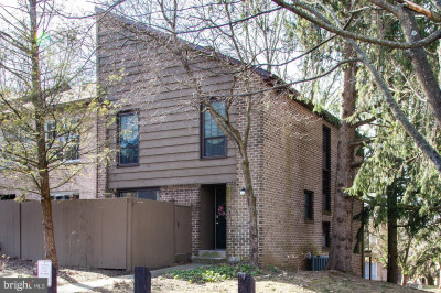 35 Winged Foot Dr