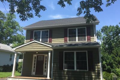 305 E Cottage