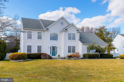 7 Twin Hollow Ct