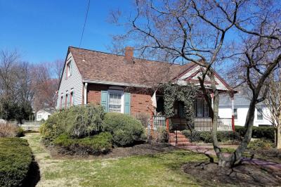 403 Oak St